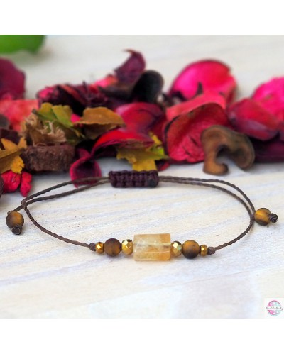 Bracelet with raw lemon stone.